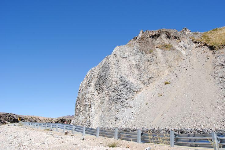 Roca Basáltica en KM 132 de la Ruta en lado de Chile