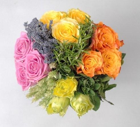 """JOGOS OLÍMPICOS LONDRES 2012 : A """" VITÓRIA """"  TINHA UM CHEIRO ESPECIAL    Quem assistiu aos Jogos Olímpicos viu, que junto com as medalhas, os vencedores recebiam também um bouquet de flores.    O criador deste bouquet – denominado com o nome de """"Vitória""""  - foi o mundialmente famoso florista do Reino Unido Jane Packer, que o desenhou de forma a refletir a energia e a vibração dos jogos.    Ver matéria completa no site da AIROMAS www.airomas.com ou no FACEBOOK da empresa"""