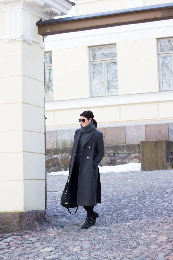 Chunky grey knit, long dark grey coat / www.livinupanotch.com