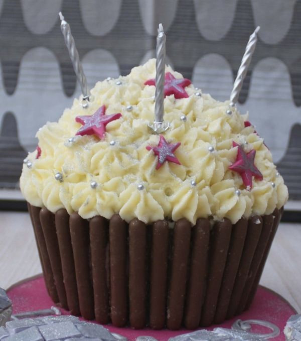 Giant Cupcake Decorating Ideas Birthday : how to decorate giant cupcake wilton Cake Decorating ...