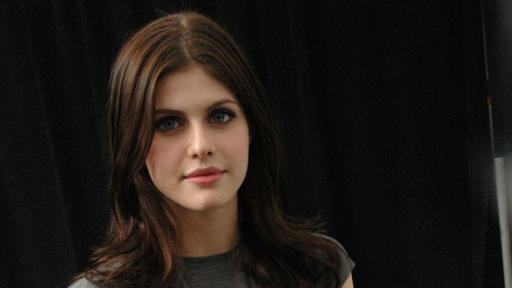 Alexandra Daddario Actress Face Wallpaper 8