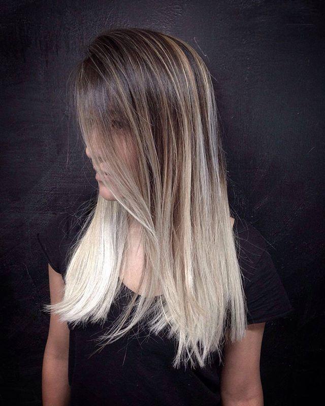 Balayage plata por @jcochile para @sharound_ #bobstdo #bobheadjuancarlos #balayage #plata #silver #silverhair #silverbalayage #haircolour #hairstyle #womenhairstyle #hair #lastarria #scl