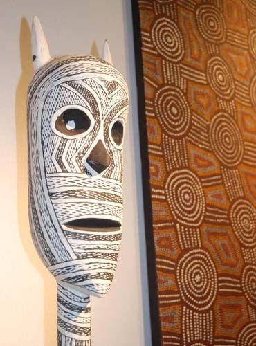 Sculptures aborigènes Mokuy, Yirrkala à découvrir dans le cadre d'Art Elysées 2014 #aboriginal #aborigene #contemporain