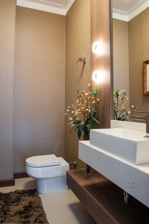 Papel de parede de palha de seda rústica foi escolhido para revestimento de todo o lavabo da área da churrasqueira, o que tornou o ambiente ...