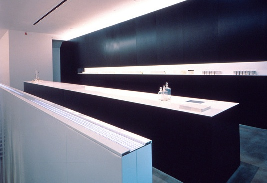 Helmut Lang parfums, store in New York by Gluckman Mayner Architects_