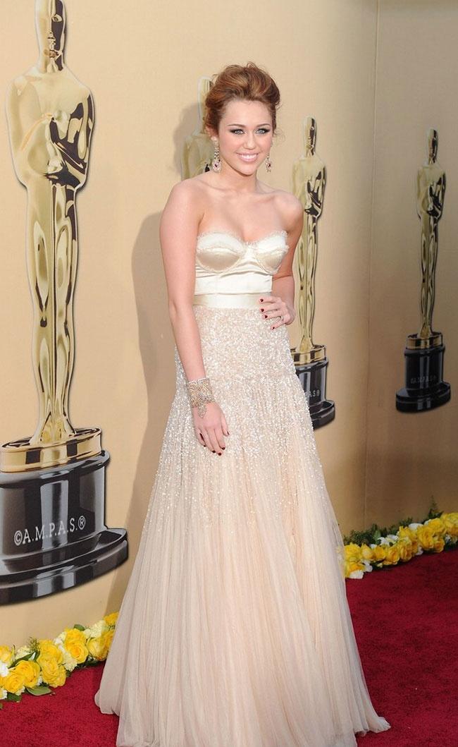 Miley Cyrus - Oscar 2010 Vanity Fair party