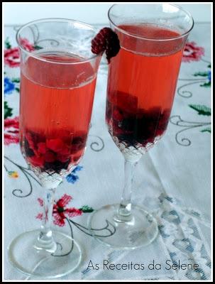 Sangria de Champanhe e Frutos Vermelhos   As Receitas da Selene