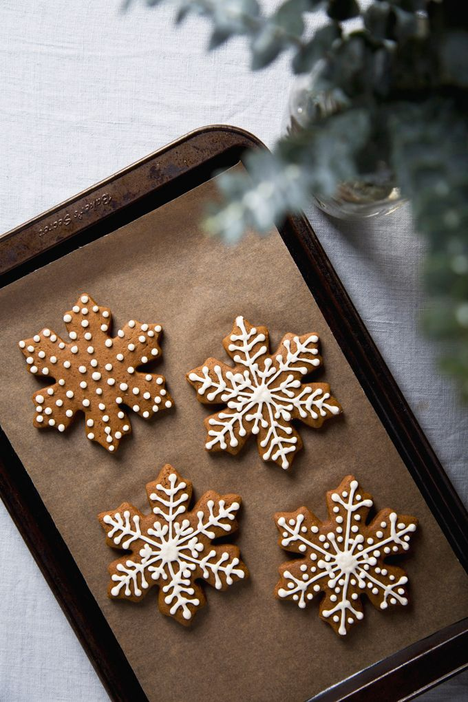 Vegan Gingerbread Cookies | picklesnhoney.com