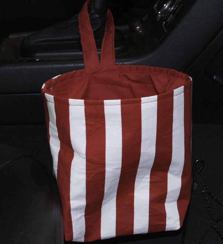 Easy DIY Car Trash Bag - http://www.sewverycrafty.com/easy-diy-car-trash-bag/
