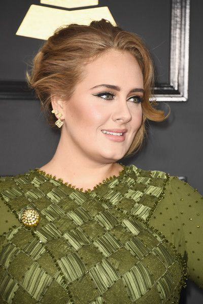 Adele Photos Photos - Singer Adele attends The 59th GRAMMY Awards at STAPLES Center on February 12, 2017 in Los Angeles, California. - The 59th GRAMMY Awards - Arrivals