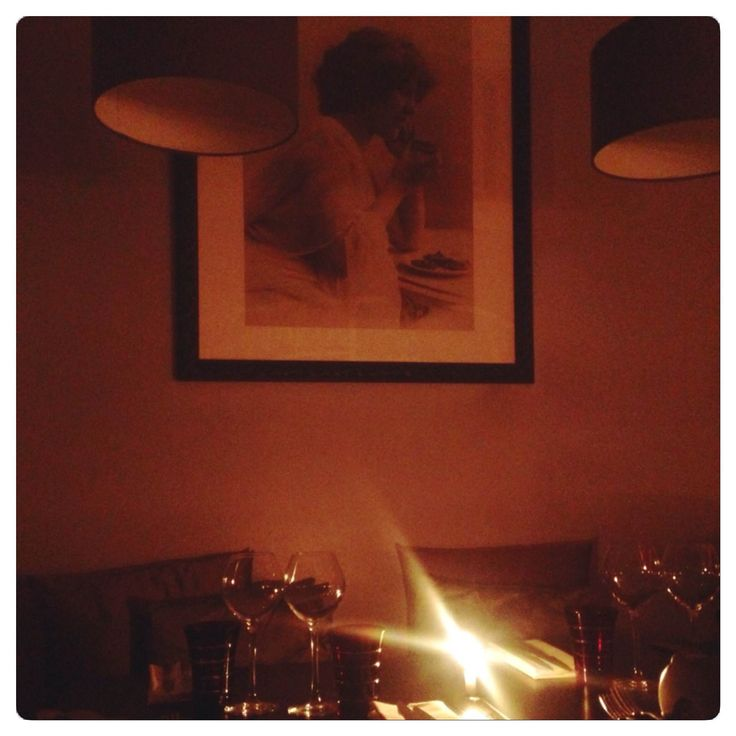 Tante Charlotte, restaurant à Bordeaux, est une jolie découverte aux niveau des papilles comme des yeux. Un endroit cosy et délicat où l'on se sent bien.
