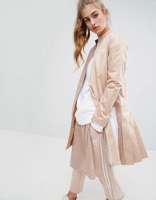 Discover Fashion Online:     1.мятные брюки+ мятная или голбая длинная блузка или платье+молочный или белый джемпер+ мятный жакет+бледно-мятные кроссовки или голубые слиперы, или белые слипоны, или нежно-голубые босоножки ан платформе, или бежевые балетки, или белые дерби    2. мятные брюки+ нежно серая или голубая длинная блузка или платье+ белый или молочный, или нежно-серый джемпер+светло-серый легкий тренчкот замшевый+нежно-мятные кроссовки