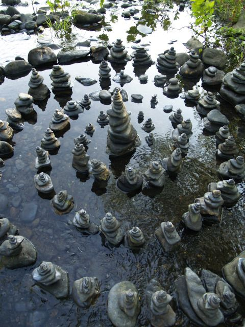 Andy Goldsworthy style meditative art =) Makes me wanna just sit and b-r-ea-t-h-e… ~Charlotte (PixieWinksFairyWhispers)