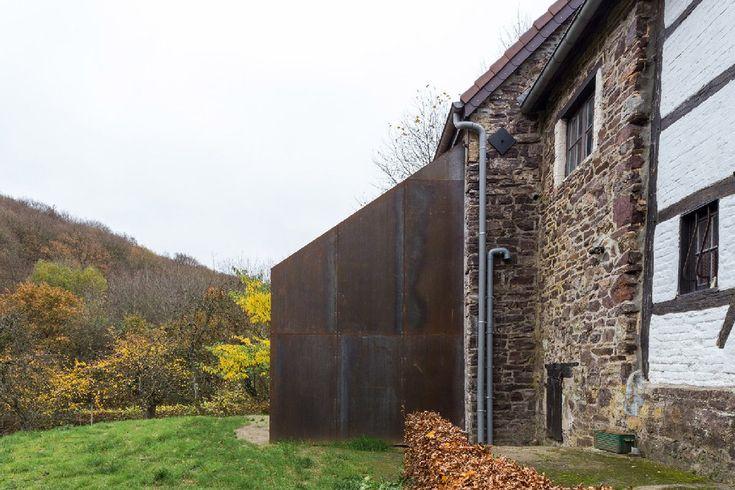 Moderne uitbouw in de natuur