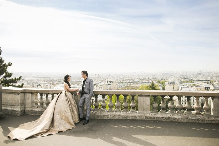 #engagement #engagementphoto #paris #parisengagementphoto #sacrecoeur #city #cityview #couple #gown #beauty #makeup #fashion #wedding #bridal #moirephotography #engagementphotography