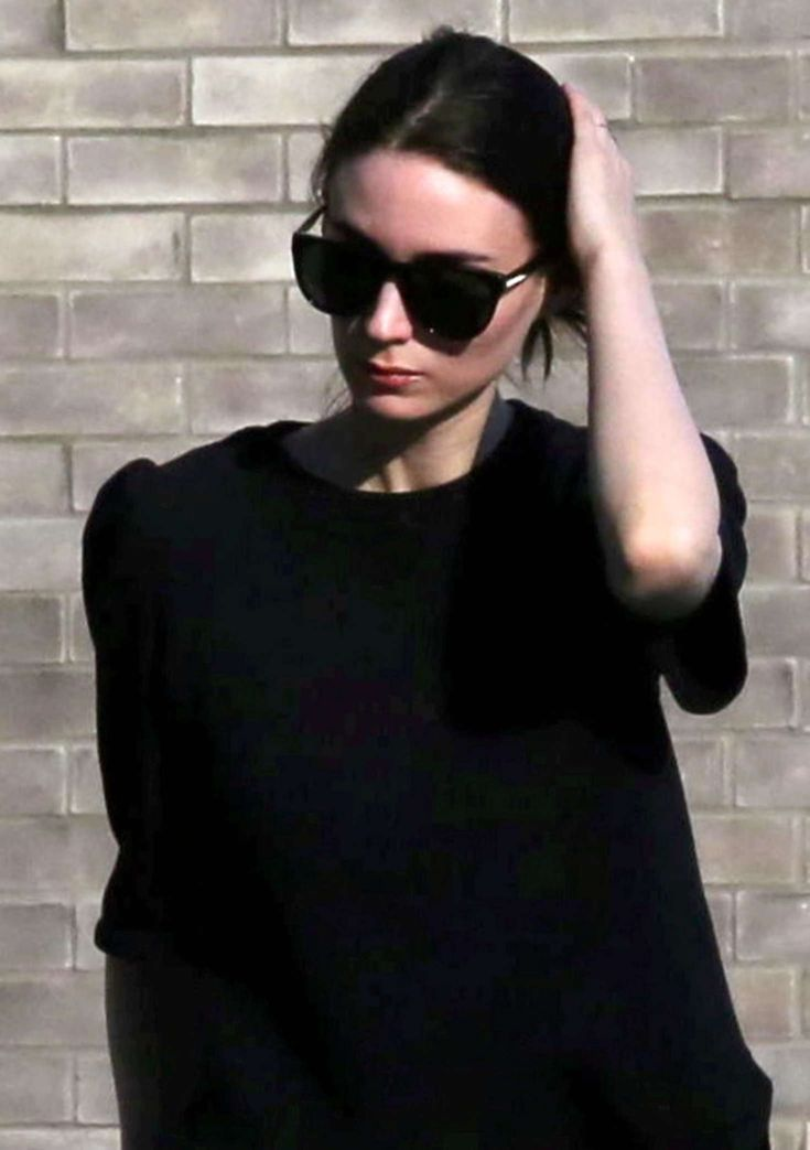 Rooney Mara in Black Jeans out in Beverly Hills – Celebrity Archive