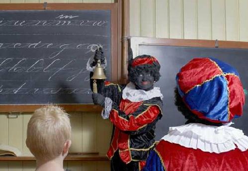 Zwarte Piet geeft Spaanse les in het Zuiderzeemuseum.