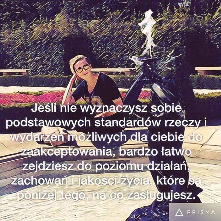 Jednym z odkrytych przeze mnie sposobów na podnoszenie jakości życia jest wprowadzanie w życie rytuałów. Te proste dają najwiecej radości, polecam opanowanie rytuału powitania, uśmiechnij się, spójrz w oczy, lekko skłoń głowę i z wyrazem prawdziwej uprzejmości powiedz dzień dobry:)   Ewa Czertak - http://www.akademiamarkizklasa.pl/o-zalozycielkach/