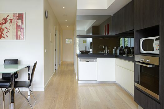 14/30 Docker Street, Elwood, Melbourne. A luxury Elwood apartment close to the beach comprising 2 bedrooms, large balcony with sea view and the luxury decor that is synonymous with Espresso Apartments. This is a fantastic Melbourne location close to vibrant Acland St and the buzz of St Kilda and is ideal for short stays, holiday and long term accommodation requirements.