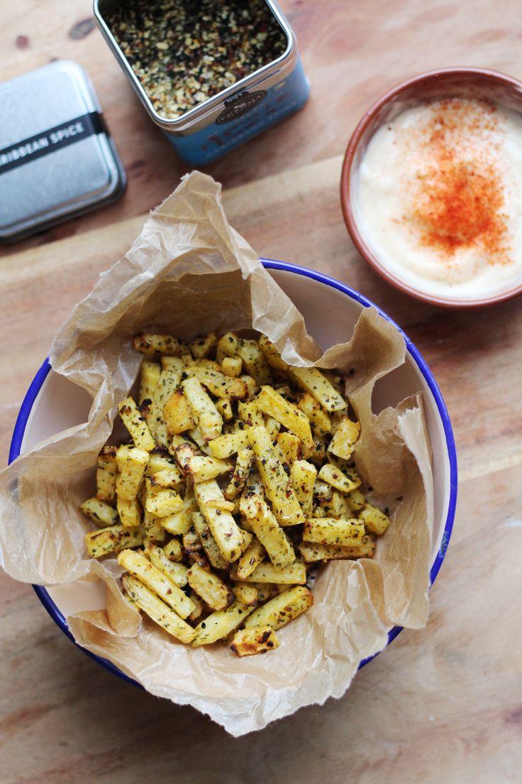 Frietjes met een Caribische twist: gemaakt van koolraap, gebakken in de oven en geserveerd met een fris pittige paprika-limoenmayonaise van Original Spices Caribbean Spice.