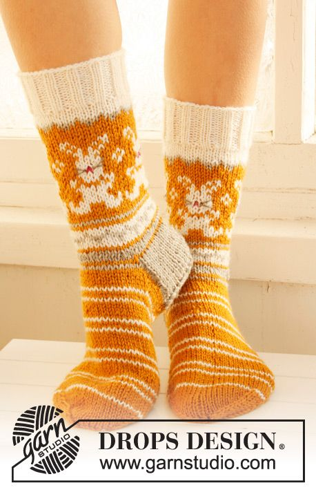 """Free pattern: Knitted DROPS #socks with pattern for #Easter in """"Karisma"""". ~ #DROPSDesign"""