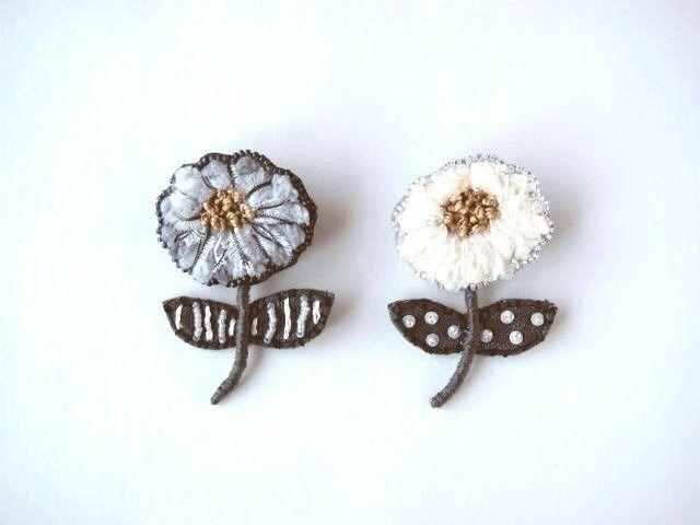 petit flower 刺繍 ブローチ no.3の画像1枚目