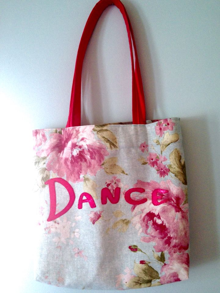 Kassi tanssitarvikkeille / A tote bag for some dance stuff