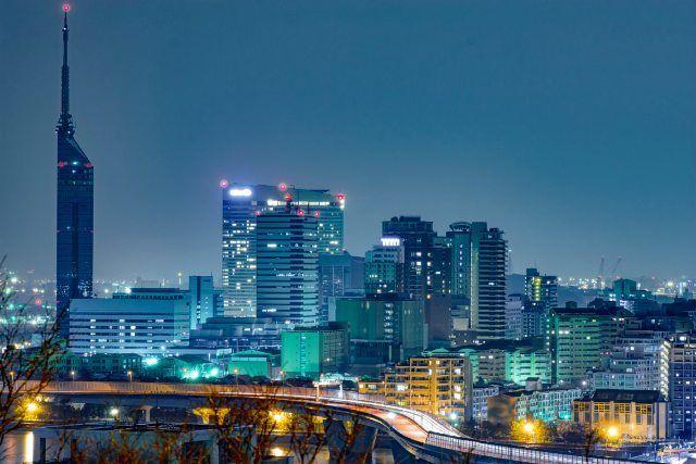 レンズ替えての一枚  なんも言う事ないけど  記録としてのpostなんでw  次は視界良好で雨も降らず  せめてライトアップしている時に来ます  #ファインダー越しの私の世界 #カメラ好きな人と繋がりたい #色んな人と繋がりたい #福岡#福岡タワー#夜景 by tomo315mi