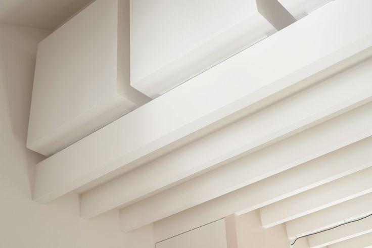 Volumes. Tout en Blanc. Vivre dans les combles. lslarchitects.com Photos: Katrin Vierkant http://www.4kant.de  // Roof conversion and complete refurbishment of a whole floor in an existing 19th century residential building