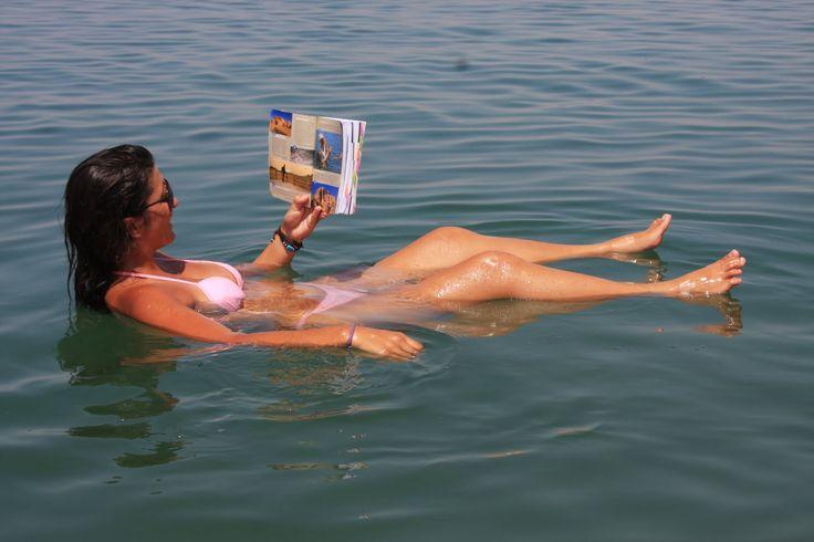 O Mar Morto não passa de um lago extremamente salgado com 82 km de comprimento, 18 km de largura e uma área de 1020 km 2.