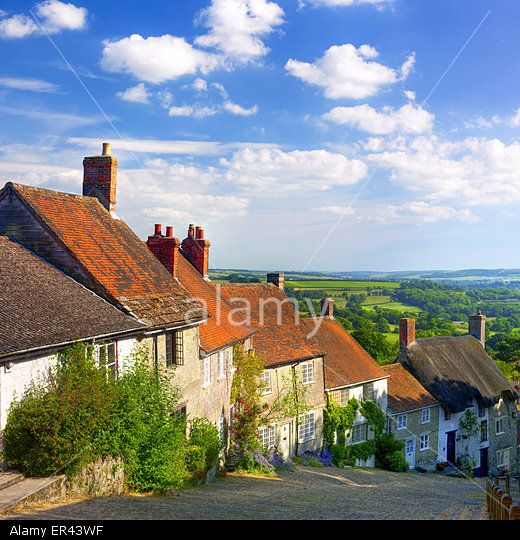 Idyllic Golden Hill in rural Shafetsbury, Dorset, UK. © Robert Churchill / Alamy