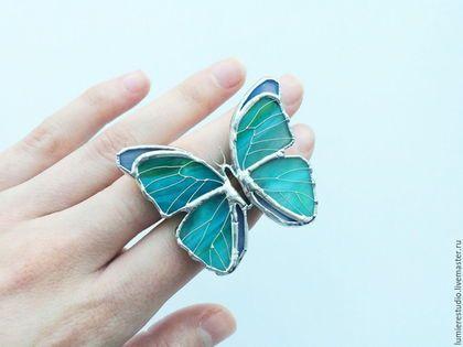 Брошь бирюзовая бабочка из стекла. Техника тиффани. Витражное стекло - морская волна, бирюза