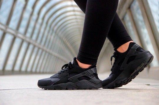 Nike Air Huaraches Triple Black
