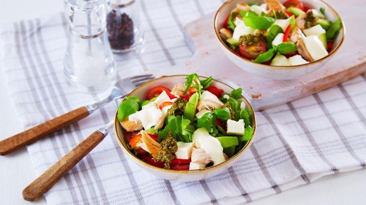 Oppskrift på Salat med kylling og fetaost, foto: