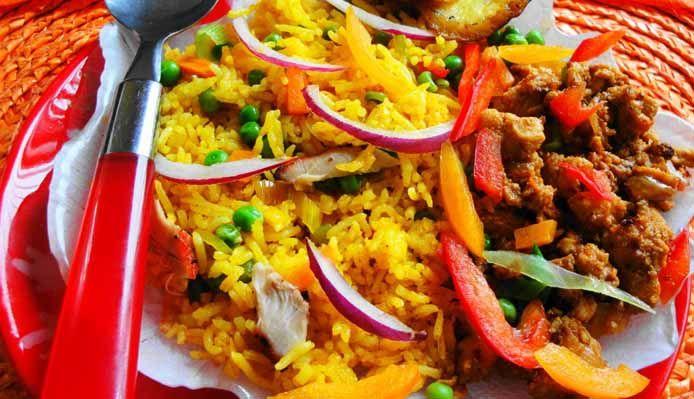 Surinaams eten – Moksie Alesie met Chicken Surinam (gele rijst met Surinaams-Chinese kip)