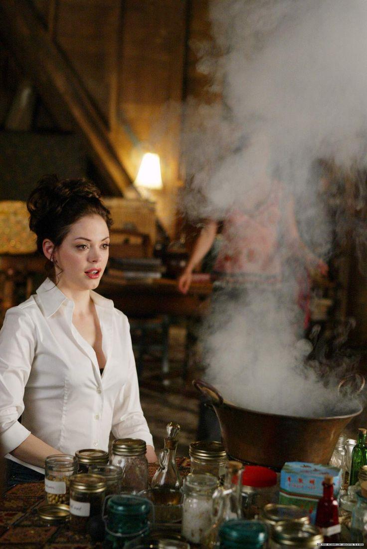Charmed-Season-7-phoebe-halliwell