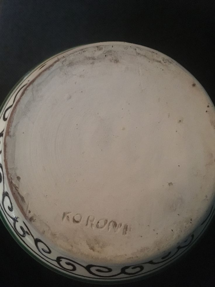 Korond mark sign on bottom of jug. I LOVE this kind of #romanian #korond #pottery  Now available #shopvintagebeauties a Stunning #ivory #pitcher #jug #corund #kruik #karaf #handpainted #handbeschilderd #romanianpeasant #ceramics #keramik #traditional #folk #hungarian #transilvanian #vintage #romanianmuseum #water #wine #keramiek #wijn #etsy #oldbeauty #vintagebeauty #roemenië #hongarije