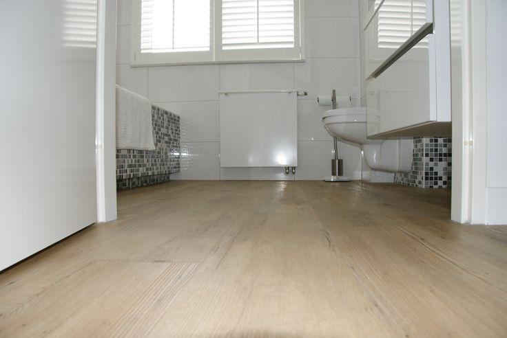 Ook in de badkamer is PVC erg mooi. Op deze manier heb je overal de zelfde vloer.