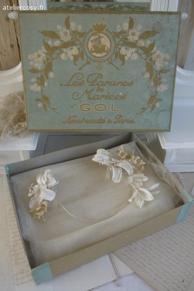 Ancienne couronne de mariée dans sa boite . Brocante de charme atelier cosy.fr