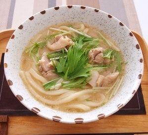 鶏と水菜のごま汁うどん | うどんレシピ | テーブルマーク株式会社