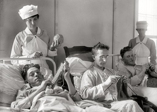 Hospitalizados en 1918 tejiendo punto (bufandas, etc.) como regalo de Navidad para las enfermeras que los atendían