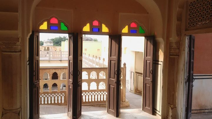 Good morning travelers with sights from Hawa Mahal in Jaipur. The name Hawa Mahal or