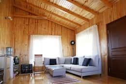 Salas de estar minimalistas por Kuloğlu Orman Ürünleri