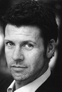 Lloyd Owen (love him but he is much better as Laird MacDonald than Frank Farmer!)