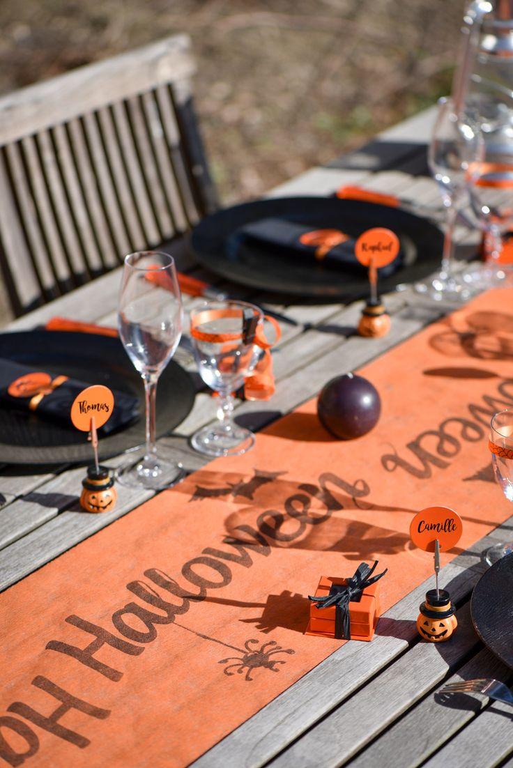 HALLOWEEN decoration de table Santex  //  Bolduc Halloween Ref 3996 Chemin de table Halloween Ref 4693 Marque-place citrouille Halloween Ref 4393 // #halloween #decorationdetable #decodetable #deco #table #fete #decodetablehalloween #citrouille #tetedemort #squelette #araignee #chauvesouris #sorciere #assietle #gobelet #serviette #chemindetable #santex