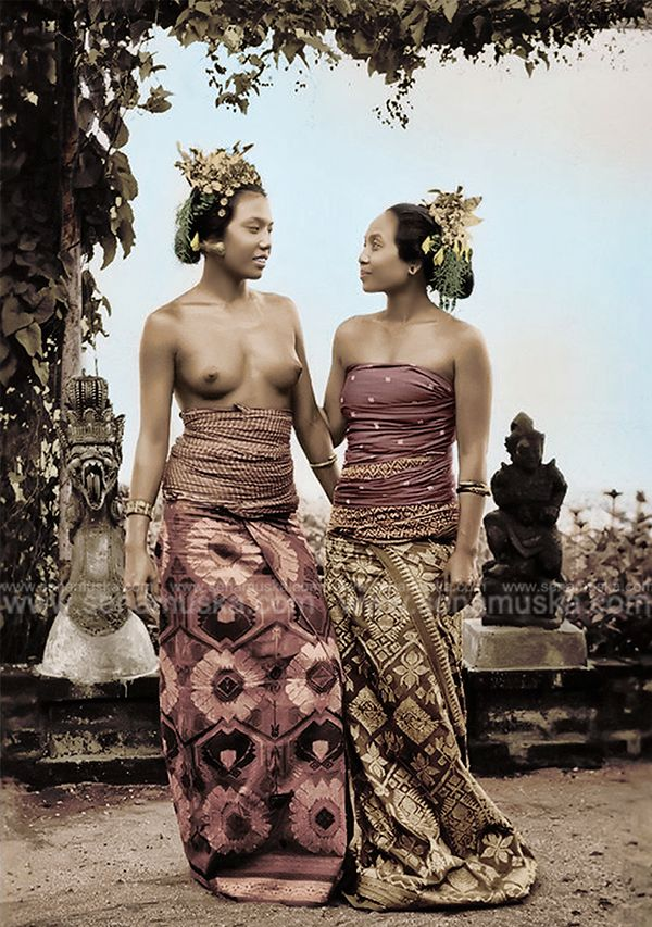 Balinese dancer Ni Pollok and friend, 1947.