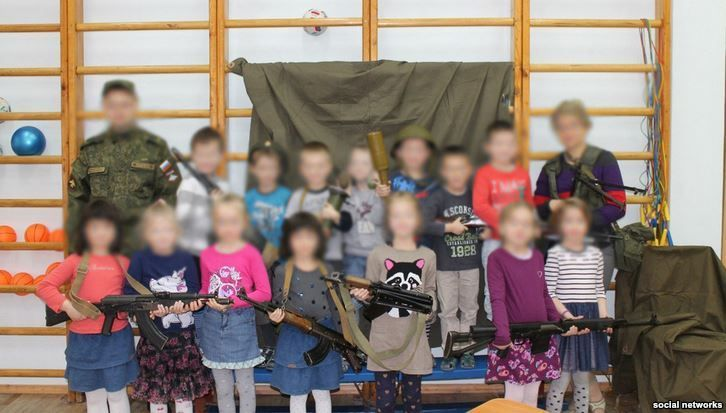 A recent event at a St. Petersburg kindergarten that allowed students as young as 5 years old to hold automatic rifles and grenade launchers has set off a firestorm of criticism on Russian socia...