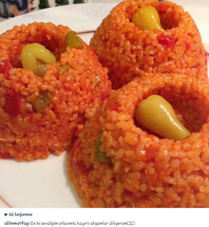 Alintidir en sevdiği pilavi imis, biberi kavur 2 domates ekle cevir, salca koy sos haline gelince su ekle bulgur koy pissin
