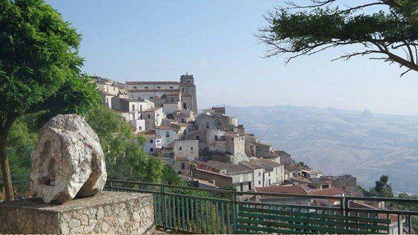 #Sutera #Sicily #borghipiubelliditalia Walking along Via Carmine we arrive to the Rabato, a neighborhood at edge of the village founded by the Arabs around 860 AD.