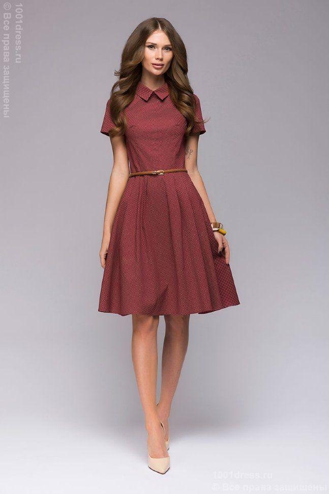 Бордовое платье длины мини с отложным воротником и мелким принтом